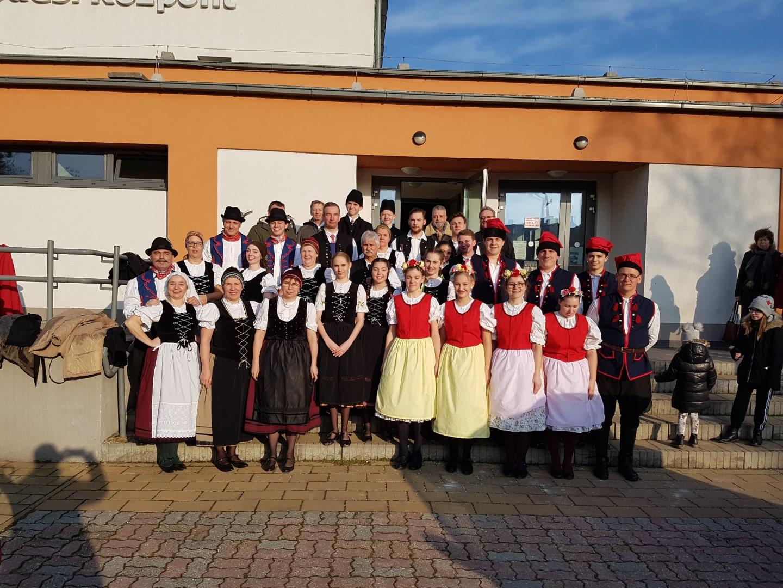 Új lengyel és morva viseleteink