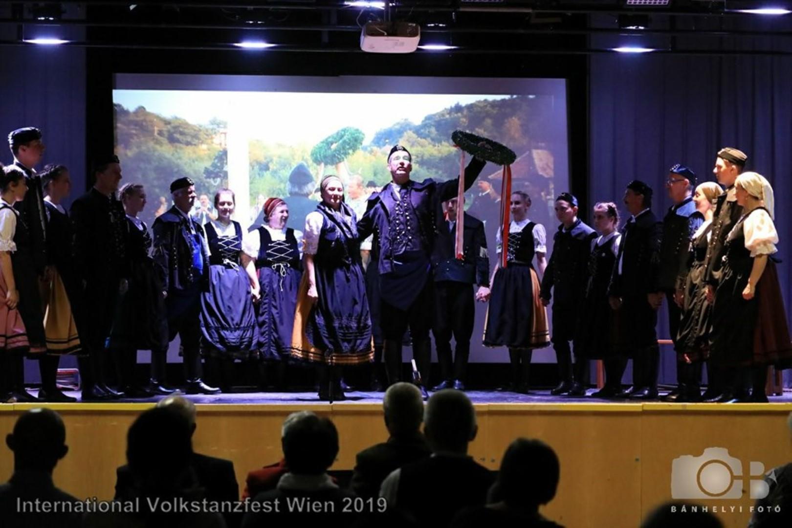 Glück auf Brennberg-Bécsben a Nemzetközi Néptáncfesztiválon